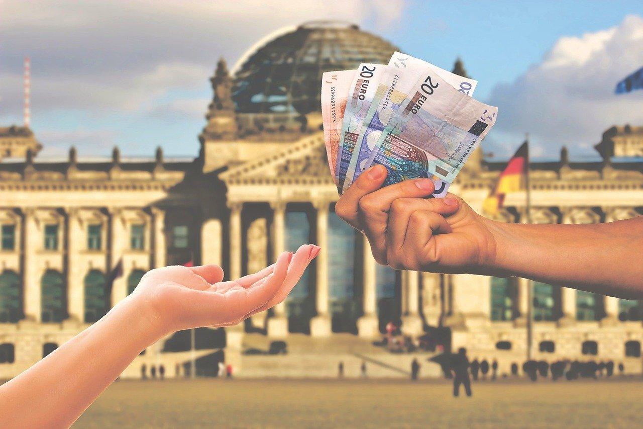 FinTech statt Hausbank: Digitaler Firmenkredit von FinCompare bei finanziellen Engpässen!